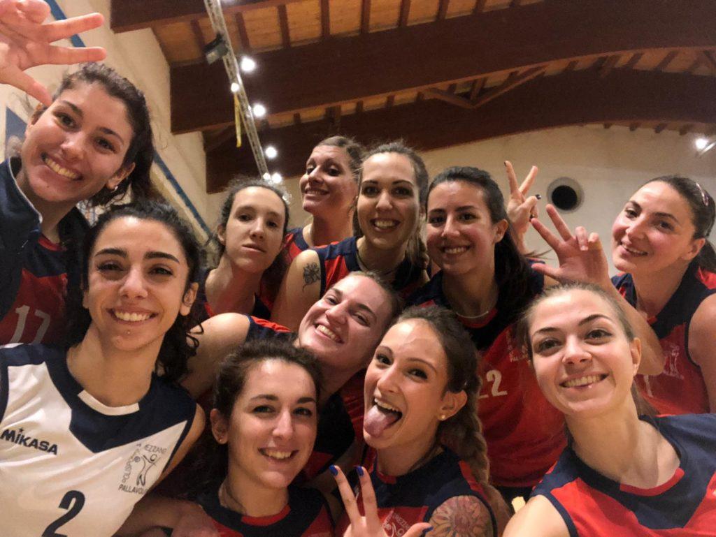 Selfie di rito per la Prima Divisione femminile